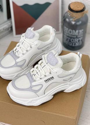 Кроссовки белые с рефлективными вставками
