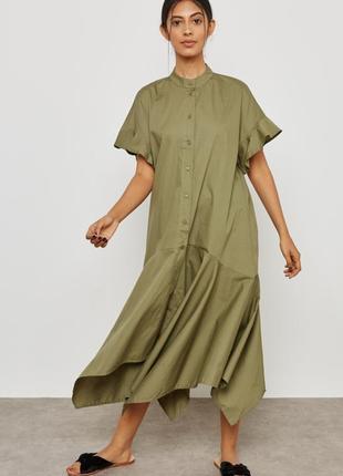 Хлопковое платье рубашка mango свободного кроя с ассиметричным низом.