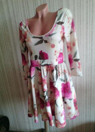 Платье в цветы с длинным рукавом