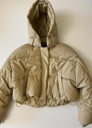 Zara зимний пуховик из прорезиненной ткани (непромокаемый)