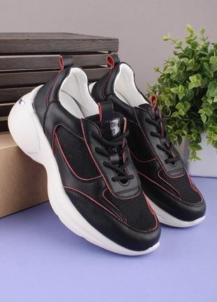Женские черные кроссовки из экокожи на шнуровке
