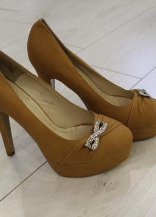Туфли кирпичного цвета