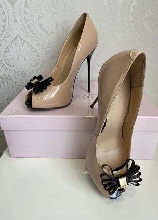 Неймовірні туфлі