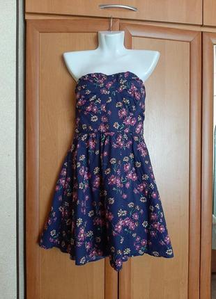 Синее платье в цветочек сарафан без бретелей бренда oasis 46 размера.