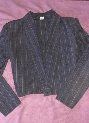 Укорочённый пиджак с мужского плеча в полоску