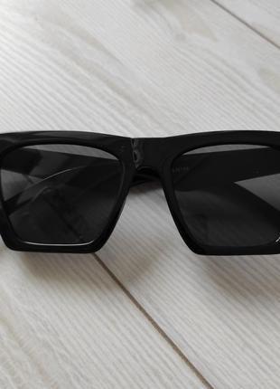 Стильные солнцнзащитные очки