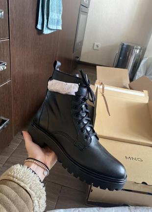 Ботинки черные mango