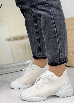 Крутые белые кроссовки