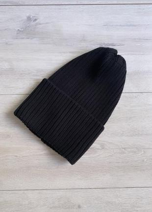 Чёрная вязанная шапка в рубчик от ребёнка до взрослого