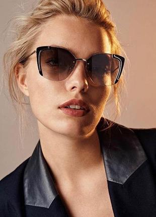 Стильные очки бабочки в металлической оправе