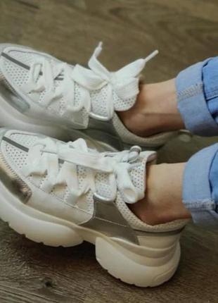 Кроссовки белые с серебряными вставками