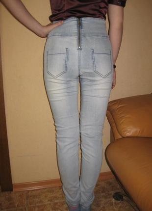 Размер м, стрейч джинсы с завышенной талией
