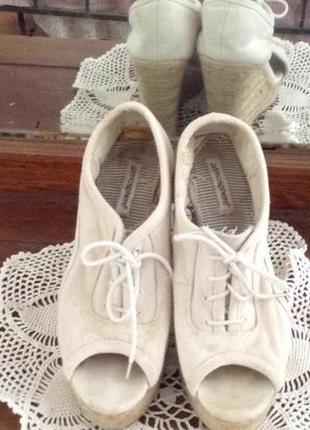 Джинсовые босоножки на платформе со шнурками