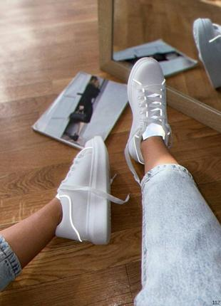 Кроссовки с рефлективными вставками