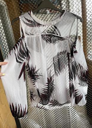 Шифоновая блуза, блузка с принтом перьев, блуза с открытыми плечами