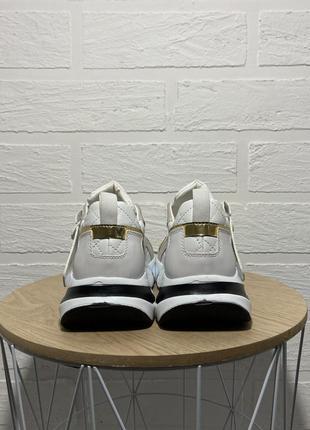 Трендовые  белые женские кроссовки5 фото
