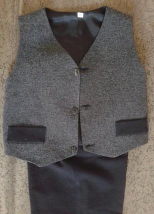 Школьный костюм- двойка ( 38 размер и 34 размер)