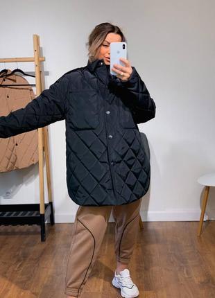 Чёрная куртка рубашка стежка