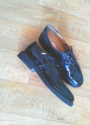 Женские ботинки на ниской платформе