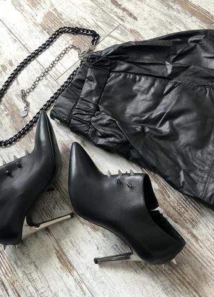 Шикарні туфлі на каблучку