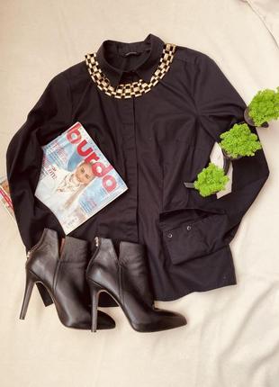 Красива чорна базова сорочка