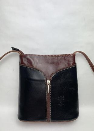 Италия!кожаная фирменная актуальная сумочка borse in pelle. стиль кросс боди.