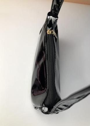 Лаковая сумка багет черная2 фото