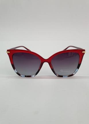 Солнцезащитные очки в красивой оправе