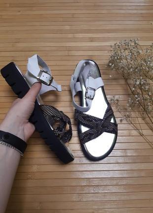 Стильні босоніжки сандалі bellini