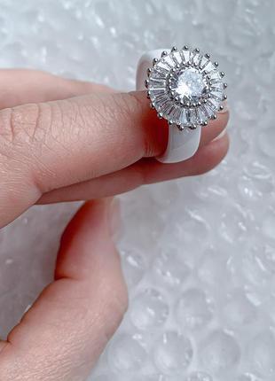 Кольцо из белой керамики