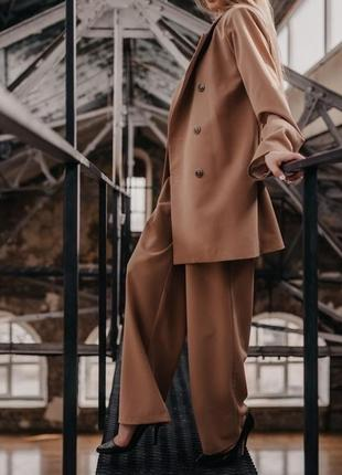 Роскошный костюм пиджак и брюки кэмел цвет новинка 2021