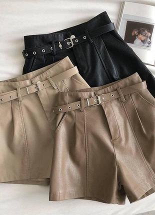 Кожаные шорты с ремнём