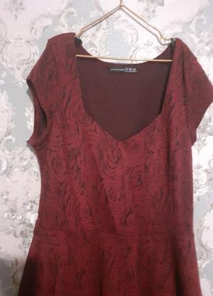 Платье трикотажное винного цвета с розами