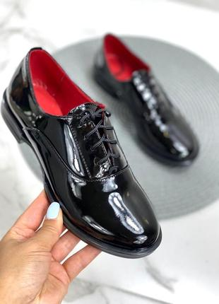Женские туфли на низком ходу шнурки черные натуральный лак dani 2-2