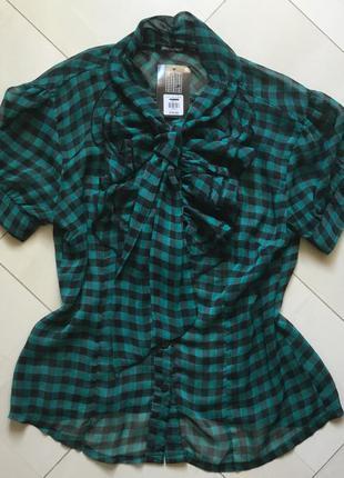 Женственная ,стильная блуза с жабо. размер -14, наш - 46 - 48.