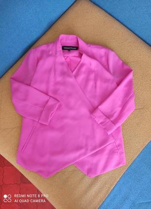 Розовый асимметричный пиджак