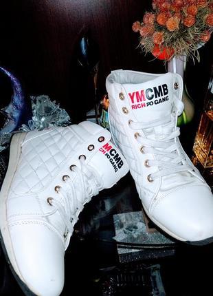 Кроссовки - сникерсы ymcmb белые, высокие,  39р-р.