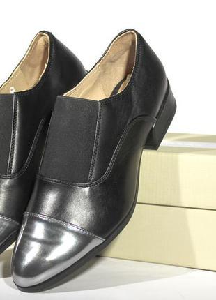 Шикарні шкіряні туфлі-дербі clarks, оригінал4 фото