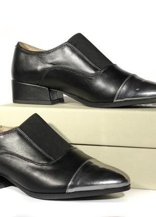 Шикарні шкіряні туфлі-дербі clarks, оригінал3 фото