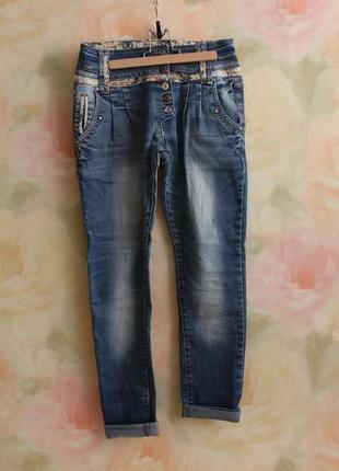 Демисезонные джинсы с подворотами