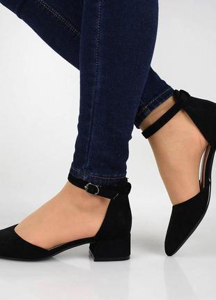 Черные туфли с ремешком