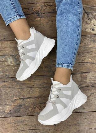 Стильные женские кроссовки в наличии