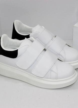 Стильные женские белые кроссовки кеды криперы с черной пяткой на липучках