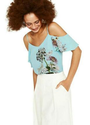 Голубая блуза майка топ с открытыми плечами на бретелях принт цветы