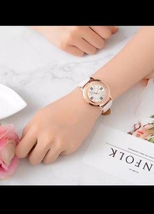 Часы белый кожаный ремешок