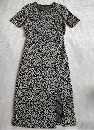 Платье миди карандаш футляр с разрезом на бедре