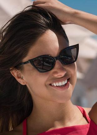 Стильные солнцезащитные очки в оправе «кошачий глаз»