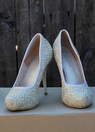 Кружевные бежевые туфли (свадебные) на шпильке santa rose