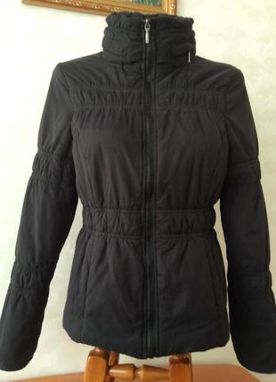 Качественная демисезонная куртка. размер s