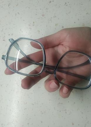 Новые очки на минус 3 новые. крутые.